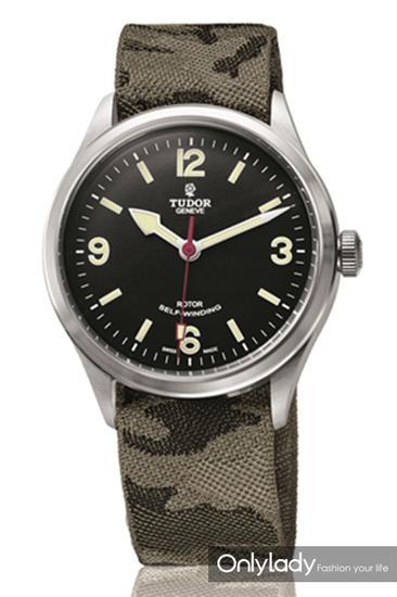 Heritage Ranger系列织纹表带腕表