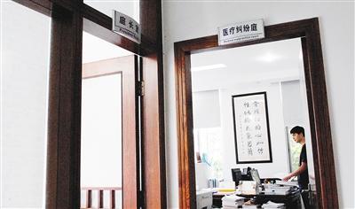 海南建立国内首个医疗纠纷法庭,自2011年11月1日成立至今,共受理各类医疗纠纷案件193宗,审结141宗。海南日报记者 苏建强  摄