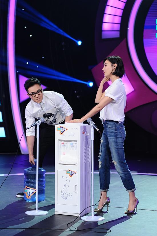 """大鹏与袁姗姗加入""""我想悄然默默""""游戏"""