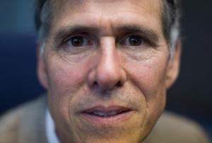 加斯·韦伯表示这项技术将带来视力保健行业的变革,并淘汰有框或隐性眼镜