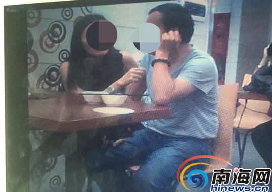 以上均为举报人刘丽提供李四和杨怡街头亲密接触的照片 南国都市报报道组翻拍