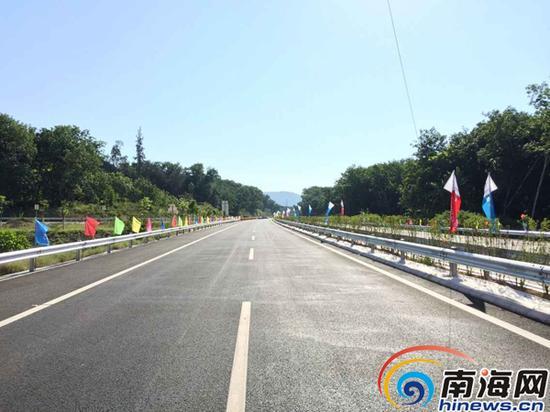 已经建成的屯琼高速公路 (南海网记者高鹏摄)