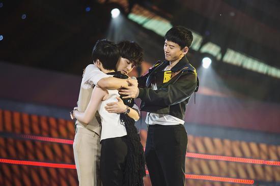 张杰与两位学员同台
