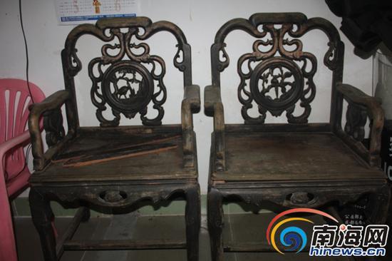 被盗的两把椅子。南国都市报记者王渝摄