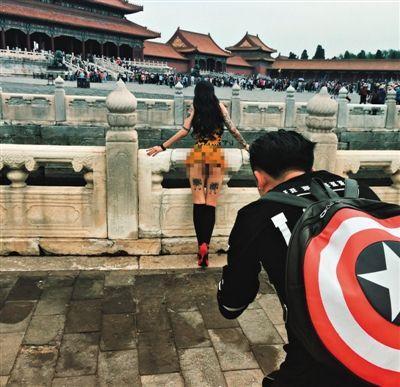 """网友""""WANIMAL""""在微博上发布图片,称""""踩点完毕,我在故宮博物院""""。"""