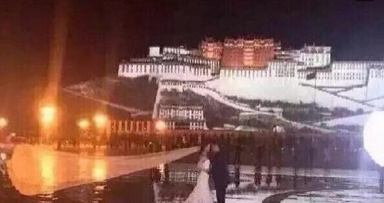 """网友在微博晒出疑似""""范李""""二人在布达拉宫前的接吻照"""