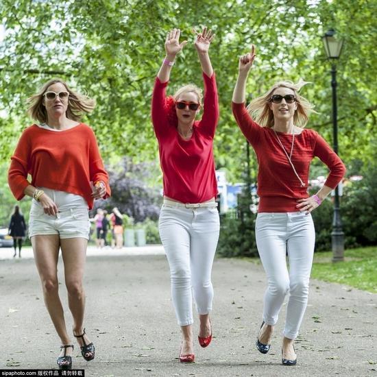"""英国伦敦,""""Hope in Heels""""赛跑活动当日在巴特西公园举行,参赛者必须穿高跟鞋参加。"""