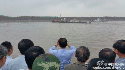 李克强在长江江面现场指挥救援