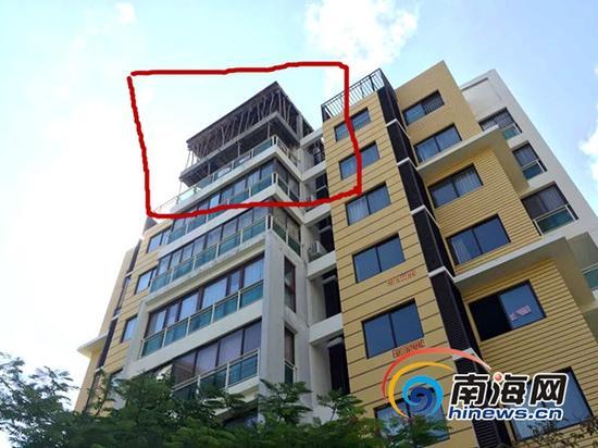 小区楼顶加建(三亚新闻网记者刘丽萍摄)