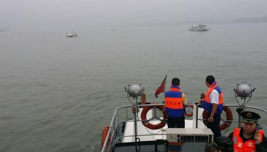 上海海事局负责人谈长江客轮倾覆原因