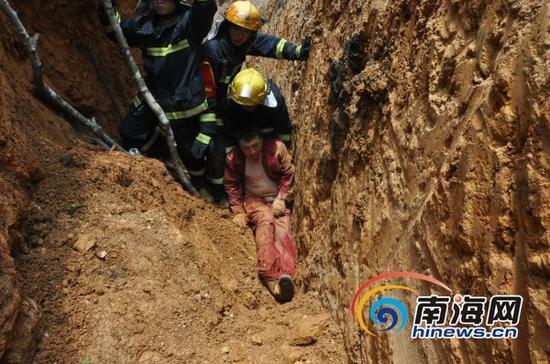 消防部门在事故现场救援