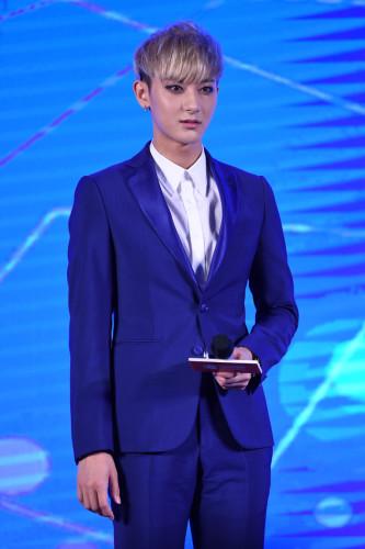 新浪娱乐讯 3日下午,韩国男团EXO前成员黄子韬在京出席代言活动,这也是自4月底他与经纪公司SM提出解约后的首度公开亮相。王远宏/图