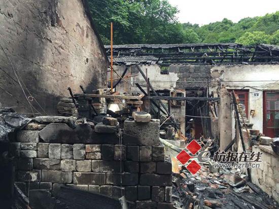 杭州虎跑路30年代的木质民房昨夜突发大火(组图)