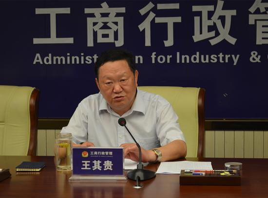 广西工商局整治广告,约谈媒体严把广告关。图为自治区工商局王其贵副局长发表讲话