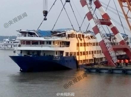 上海游客胡坚跃幸运生还 讲述逃生获救经过