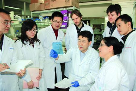 高福与他的科研团队
