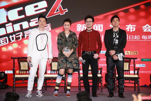 新浪娱乐讯 《中国好声音》6月2日在上海举办了新闻发布会,宣布第四季正式启动。四大导师周杰伦、那英、汪峰、庾澄庆首次同台登场。