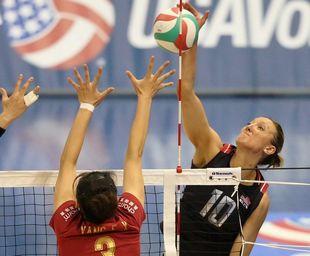 美国排球杯中国女排0-3美国 中美对抗无缘开门红