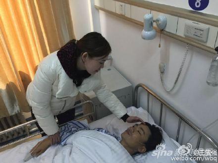 王宝强动手术娇妻悉心照顾