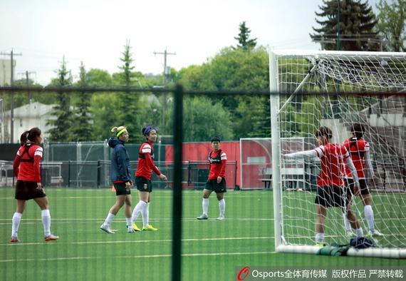 女足顺应国际杯草坪