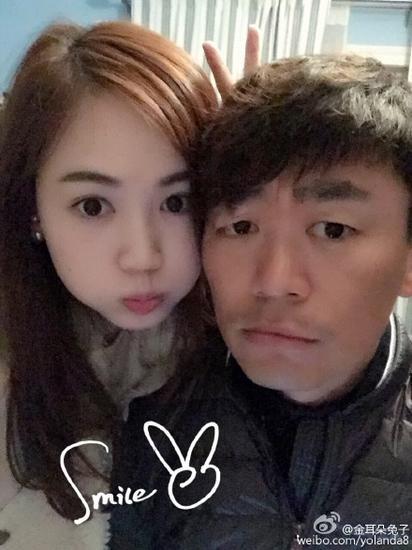 王宝强和妻子晒合影。