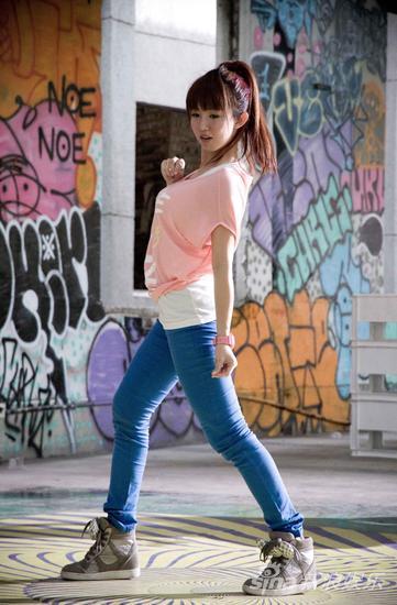 郭书瑶在《舞斗》中扮演热舞社高中生