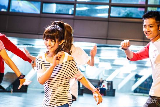 郭书瑶在片中苦练跳舞