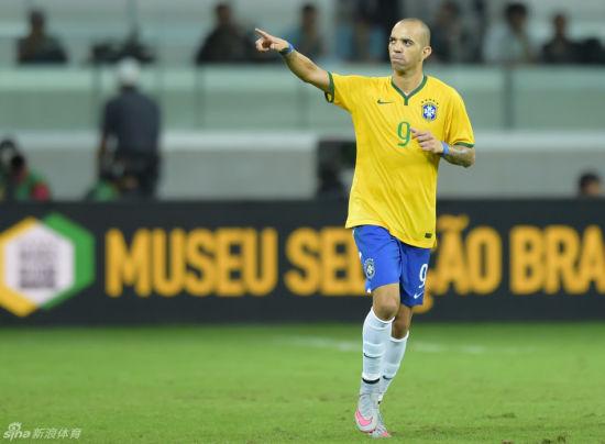 鲁能前锋塔尔德利在巴西国家队收获进球
