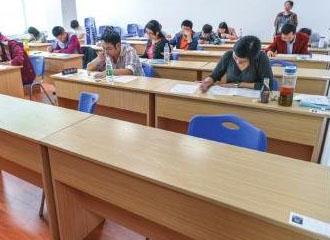 高考首日 哈三中考点30人竟没考语文