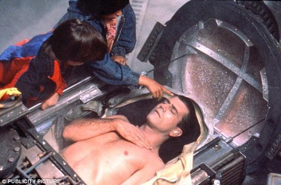 许多科幻电影中都涉及冷冻保存技术,如《天荒情未了》等,但这一技术还从未成功在人体或哺乳动物身上成功过。