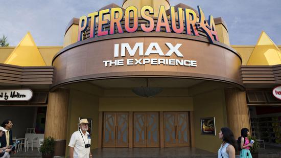 《侏罗纪全球》公园IMAX影厅外景图