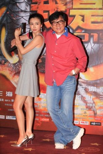 """6月8日,成龙监制的动作喜剧《我是谁2015》在北京举行了首映礼。该片的男女主角是""""龙女郎""""姚星彤和新七小福队长王海祥。"""