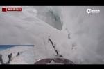 法男子滑雪跌入冰川裂缝 摄像机记录惊险一幕