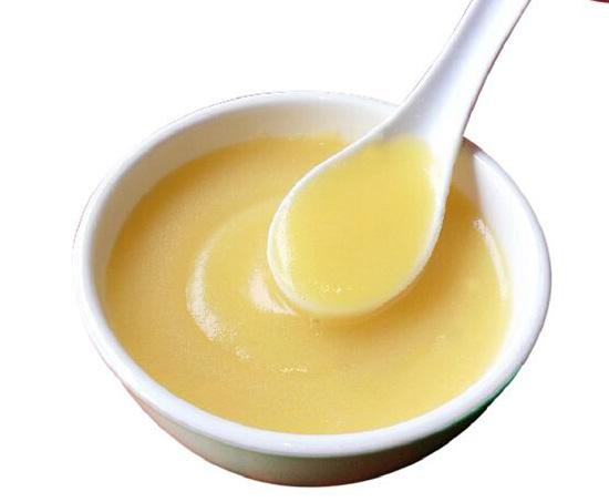 苞粟粥是细细的玉米粉熬成的稀粥