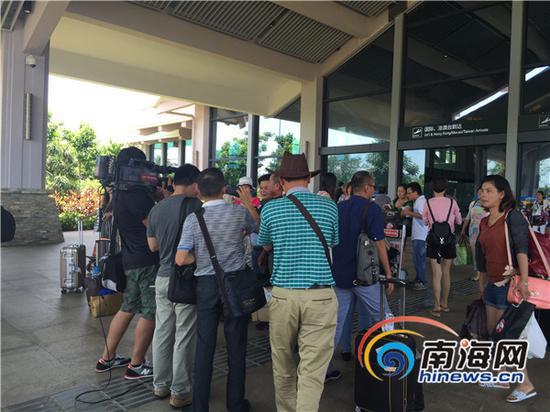 旅客安全到达走出到达厅(南海网记者 陈丽娜摄)