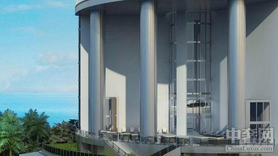 保时捷公寓   在2014年,保时捷和迈阿密房地产开发商合作了一个5.6亿美元的项目,名为保时捷设计大厦。这是一栋豪华公寓,位于阳光岛海滩的柯林斯大道,占地面积约为8900平方米,高57层,计划分成132个单位,每个小单位配2个停车位,大单位可以提供4个停车位。 这栋豪华公寓拥有世界上第一个可以将人和汽车一起送到家门口的电梯