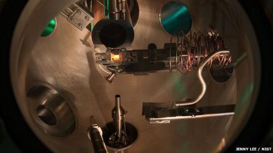 美、澳科学家研发以纯度极高的超硅材料制造量子计算机