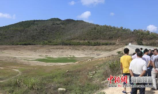 6月12日拍摄的天涯区早已干涸的六一水库。