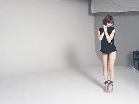 AKB48小嶋阳菜秀蜜腿