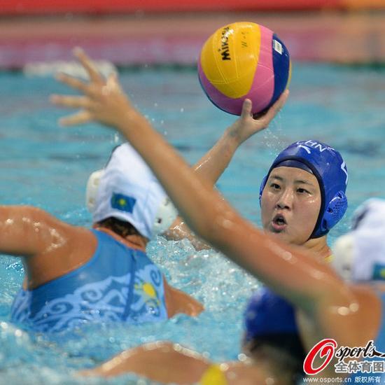 世界女子水球联赛总决赛中国队6-5加拿大跻身四强