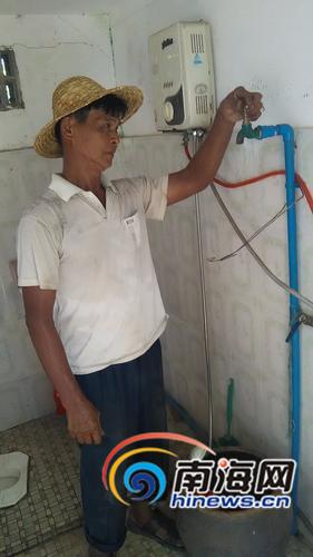 定安文公村村民拧开水龙头没有水流出。