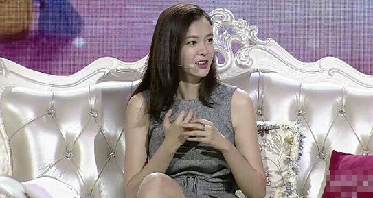 《李艾》主持全新的《我们相爱吧》嘉宾点评环节