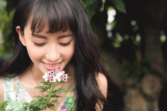 15、刘萌萌在工提炼工厂看见了已经开花的天竺葵植物