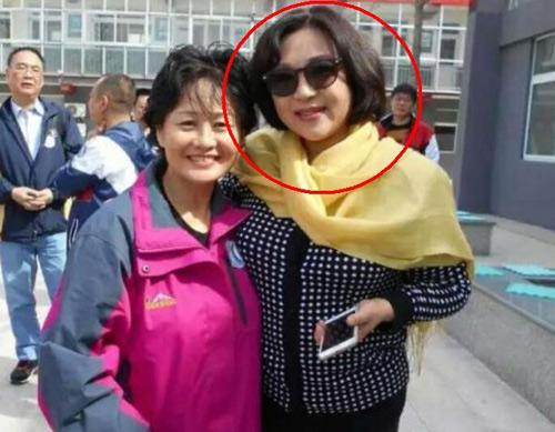 李连杰前妻54岁黄秋燕近照