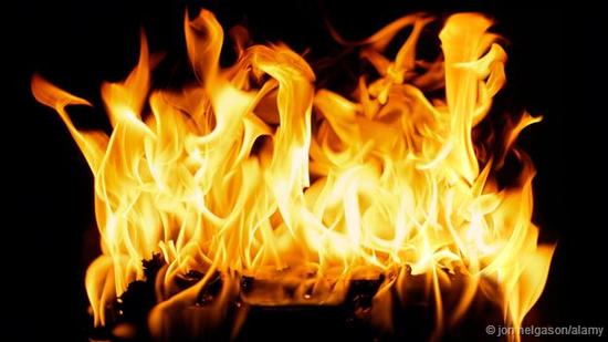 只有运用原子理论才能解释火焰的形成