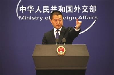 陆慷作为外交部发言人首次亮相。 新华社 发