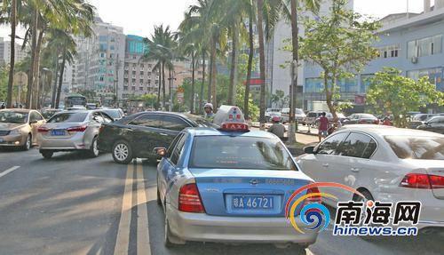 有的司机在龙华路随意调头影响交通