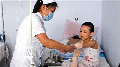 高子涵在医院接受治疗