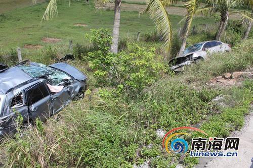 一名80岁老人当场死亡,事故仍在进一步调查中两车跌入坡下受损严重□南国都市报记者王渝摄