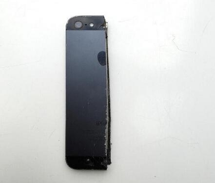 离婚男子切割iPhone 5等电子设备:一半出售